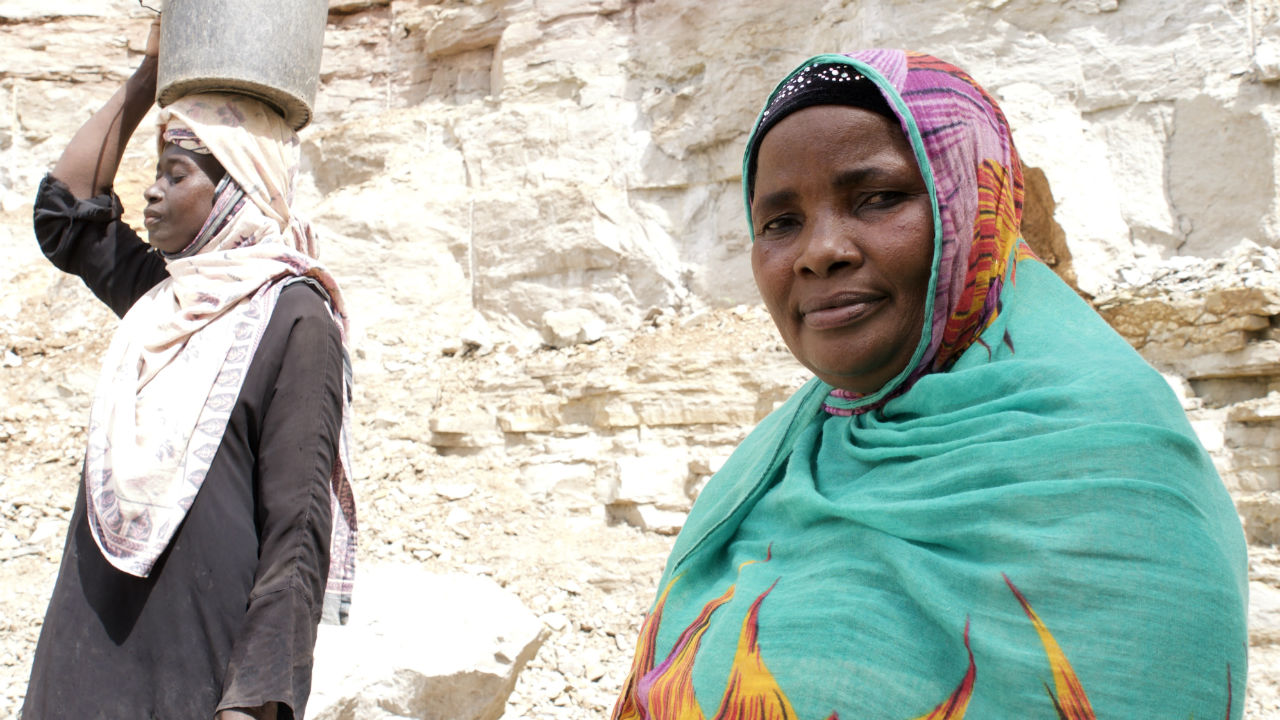 IIED image:artisanal quarry worker in Tanzania