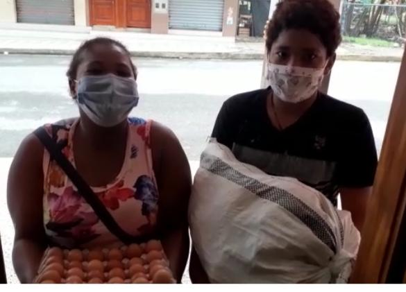 Women in Camilo Ponce Enriquez receiving support kits