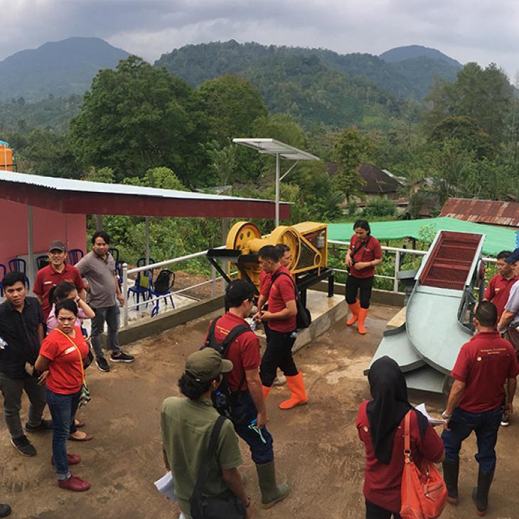 Foto del Consejo de Oro Artesanal del centro de procesamiento en Indonesia