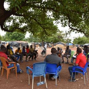 planetGOLD Miembros del equipo de Burkina Faso sensibilizan a los mineros de Dano sobre la producción de oro sin mercurio