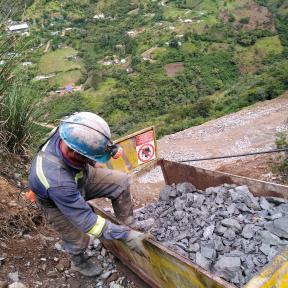 Minero con casco - imagen de brazo