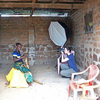 Imagen de Solidaridad: sesión de fotos de la Línea Dorada con mujer minera